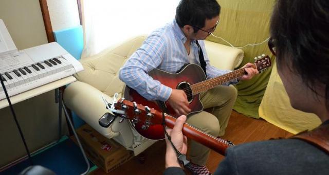 【現役ミュージシャンが教えるアコースティックギター弾き語り講座!】しっかり60分無料体験レッスン☆かっこよく弾き語りしてみたい!そんな想いを持ってる方にオススメ!なんとギターは無料でお貸し出し
