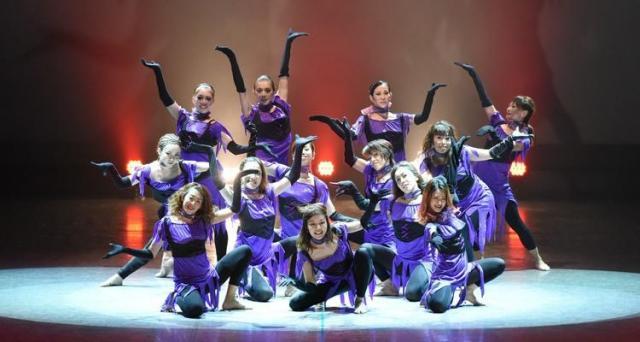 【主婦の方におススメ!ダンス無料体験レッスン】あらゆるジャンルの総合ダンススクールで初心者からプロを目指す方まで幅広く受講出来ます!