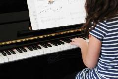 個人ピアノ教室(マンツーマンレッスン・ソルフェージュ・ピアノ伴奏)